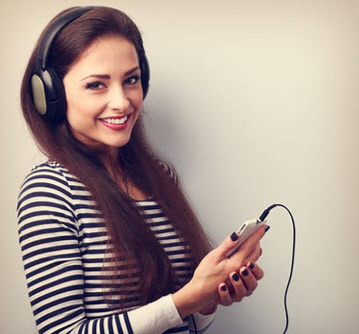 G3owtfjqmkjjmbshw9yp girl%20w earphonesfotolia 96103315 xs