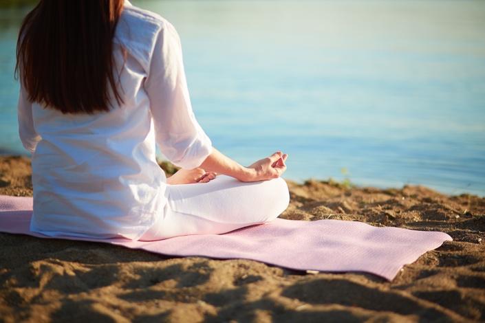 Zy4fez9mrwyrjtulb1hw woman meditating back