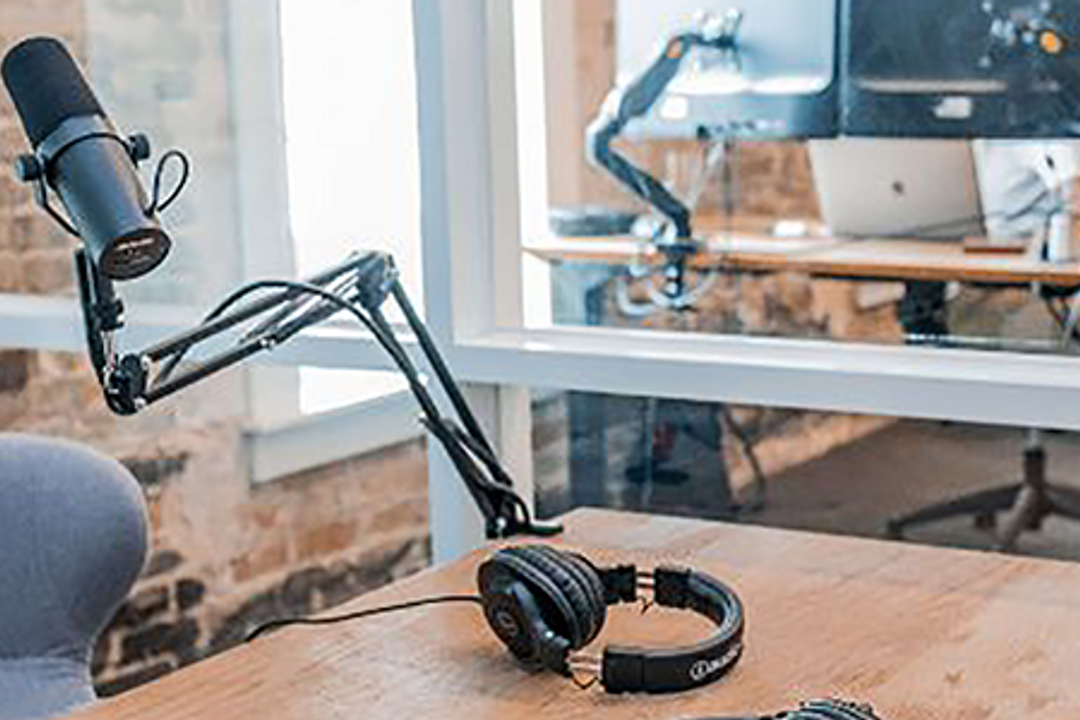 30+ Real Estate Podcasts for Agents