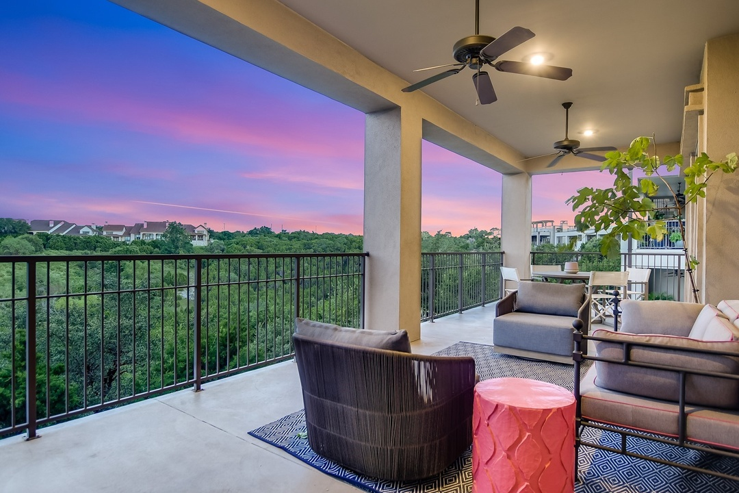 Lavishly appointed Hill Country Pied-A-Terre | Escondera 601
