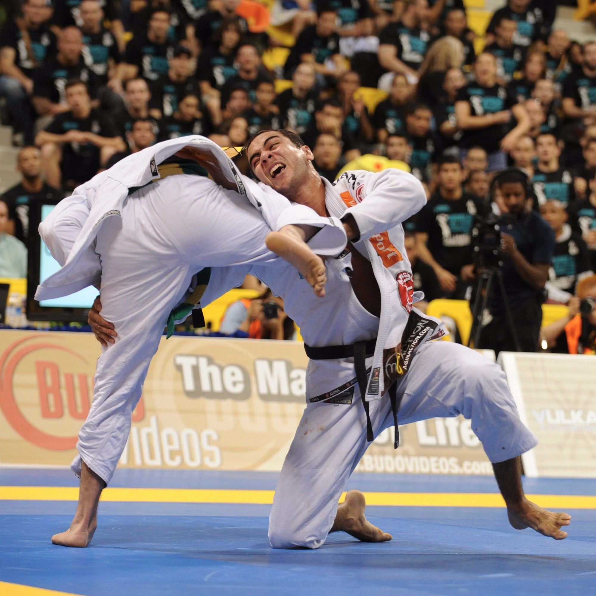 In 2015, Bernardo Faria joined an exclusive club of only 11 Brazilian Jiu-Jitsu athletes to have the World Jiu-Jitsu IBJJF Championship title in the black belt, open weight division. Add to it three more golds in his weight division. In this scene, Bernardo sweeps to conquer his first world championship, in 2010.