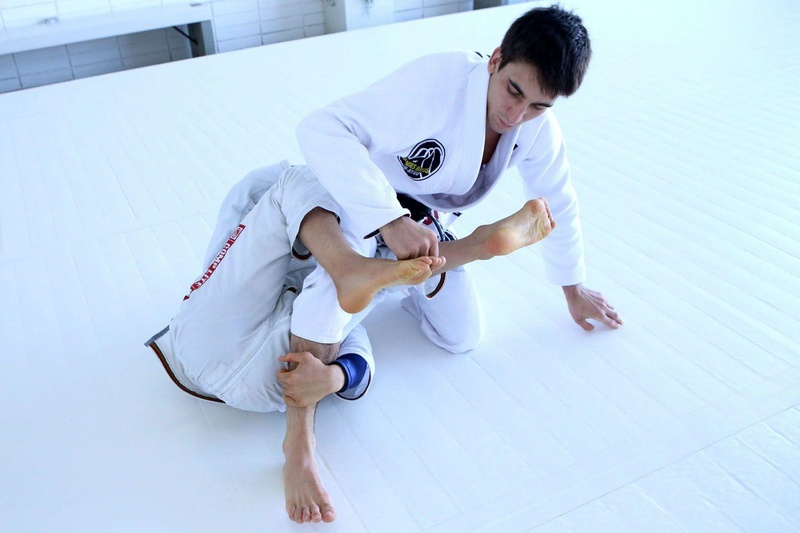 João Miyao teaches how to attack the back with berimbolo