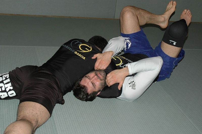 BJJ techniques: The black belt Marcelo Garcia teaches how to apply the north / south choke