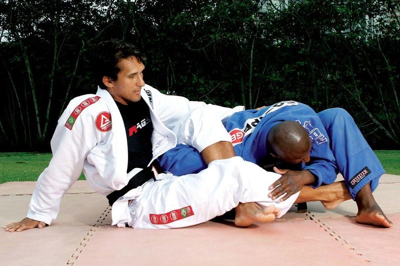 Jefferson Moura ensina uma omoplata partindo da guarda laçada