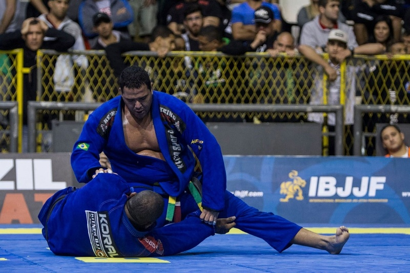 Thiago Gaia (GFTeam) beat Kitner Moura (Ryan Gracie) by 8-0 and won the ultra-heavy