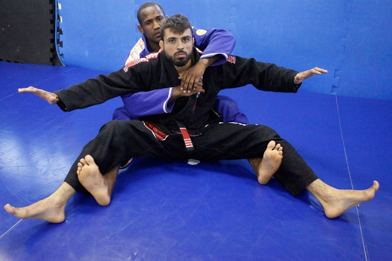 Brazilian Jiu-Jitsu lesson: From sitting guard, Fernando Tererê shows a way to take back control