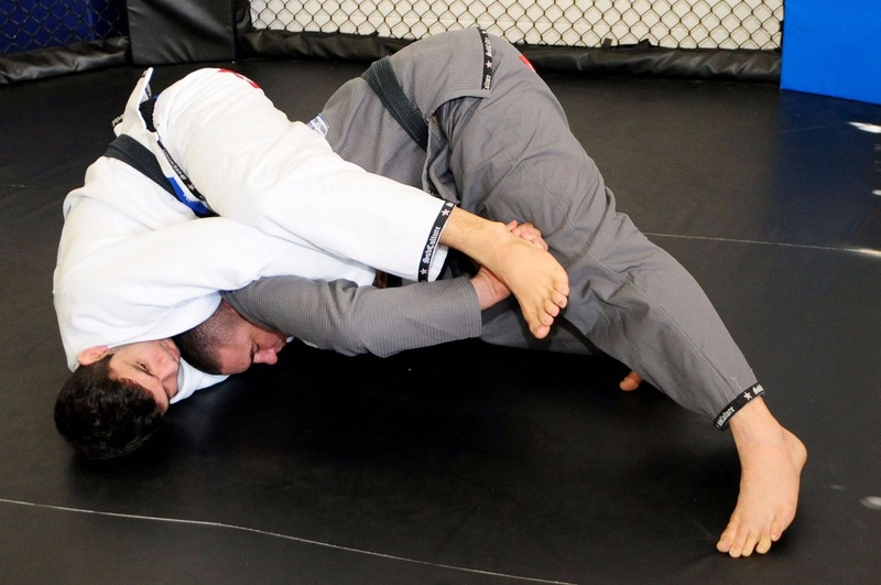 Rodrigo Comprido ensina defesa de pegada pelas costas