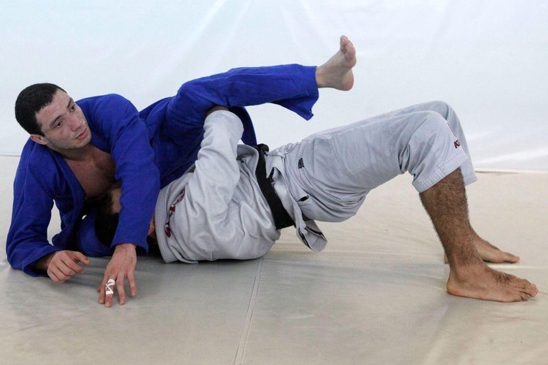 The world champion Bernardo Faria teaches a lapel guard sweep