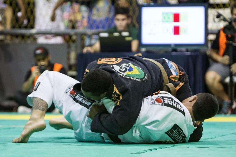 Warming up for the Brazilian Teams 2016 with BJJ black belt Victor Honório