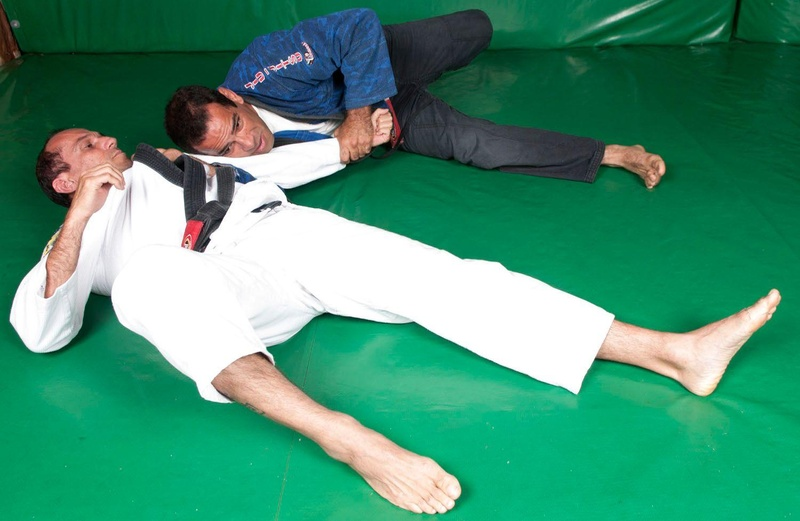 Ataíde Junior mostra como derrubar e cair na lateral do oponente