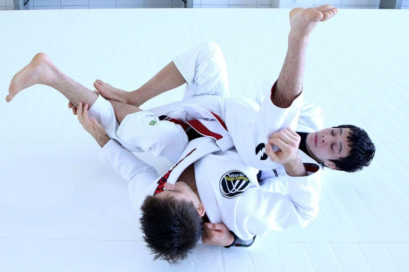Paulo Miyao teaches how to use berimbolo to get the back