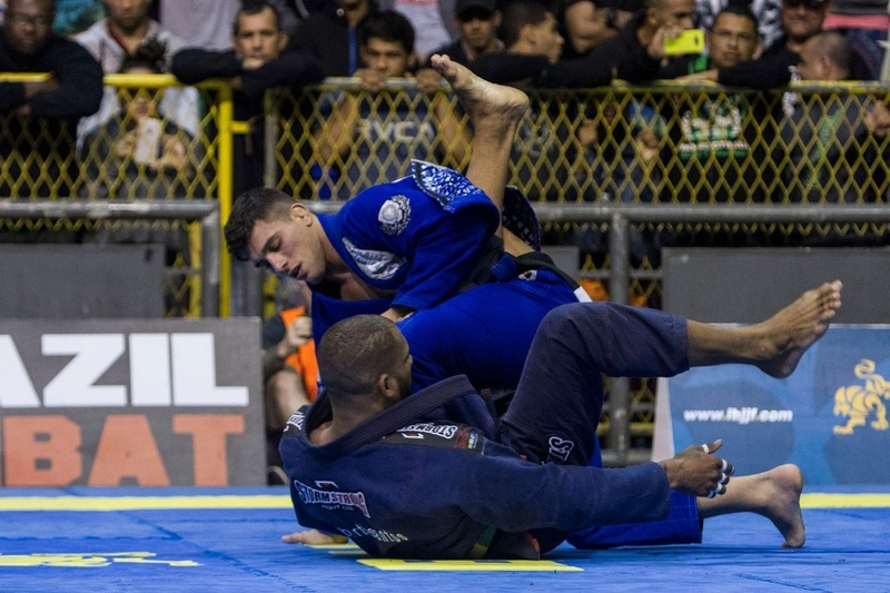 Erberth Santos finished Patrick Gaudio and conquered the absolute