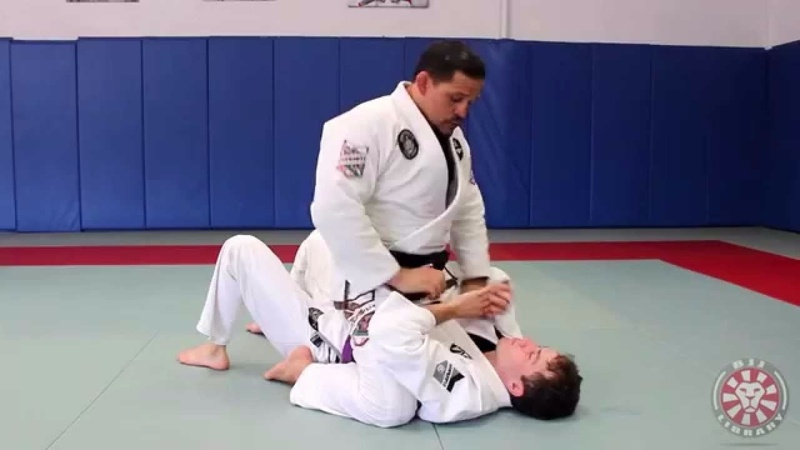 BJJ fundamentals: how to control the mount position