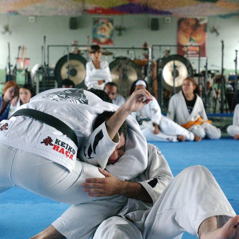 Marcelo Garcia ensina guilhotina de Jiu-Jitsu com o braço preso