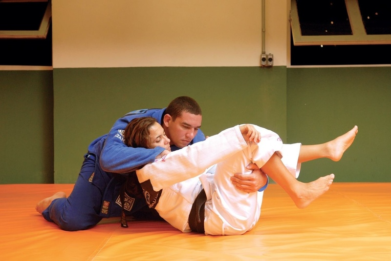 "BJJ Lessons: Rodrigo ""Comprido"" Medeiros teaches us how to apply an acrobatic guard pass"