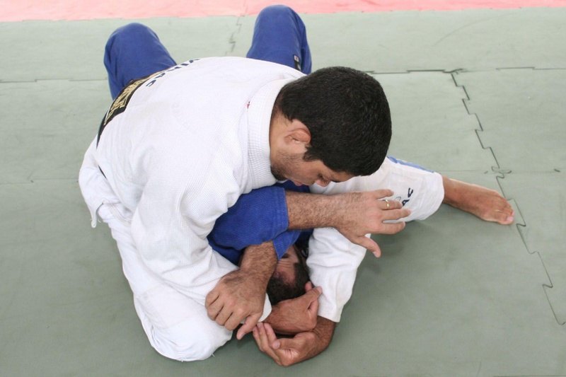 André Galvão ensina um arm-lock partindo da montada