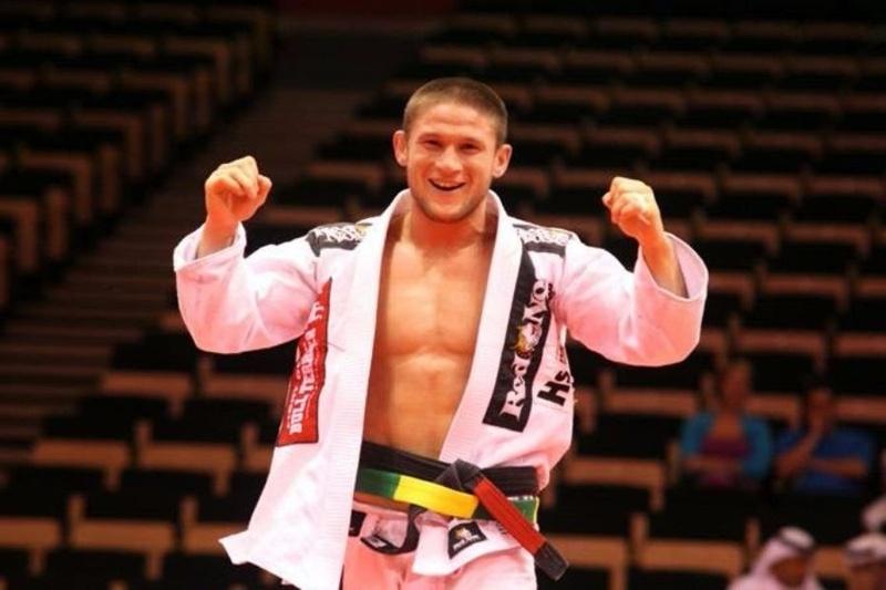 """Brazilian Jiu-Jitsu: Claudio Calasans ensina uma transição da guarda x para a raspagem """"joga fora no lixo"""""""