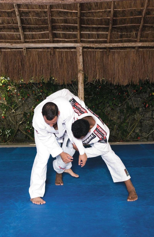Ronaldo Jacaré nos mostra como derrubar catando a perna