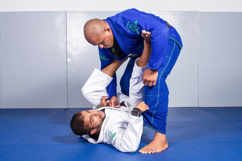 BJJ Lessons: Luan Carvalho teaches how to sweep and finish starting from the lasso guard