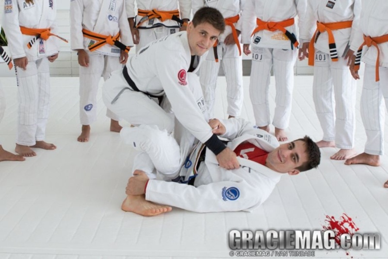 Brazilian Jiu-Jitsu lesson: Gui Mendes shows a De La Riva X-Guard Lapel Variations