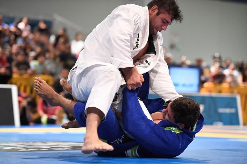 IBJJF Pro League 2016: Marcus Vinícius Oliveira de Almeida (Checkmat) vs João Gabriel de Oliveira e S. Rocha (Soul Fighters BJJ)