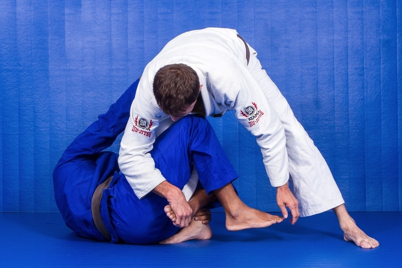 BJJ techniques: BJJ black belt  Roberto Magalhaes Roleta teaches how to apply the Berimbolo defense