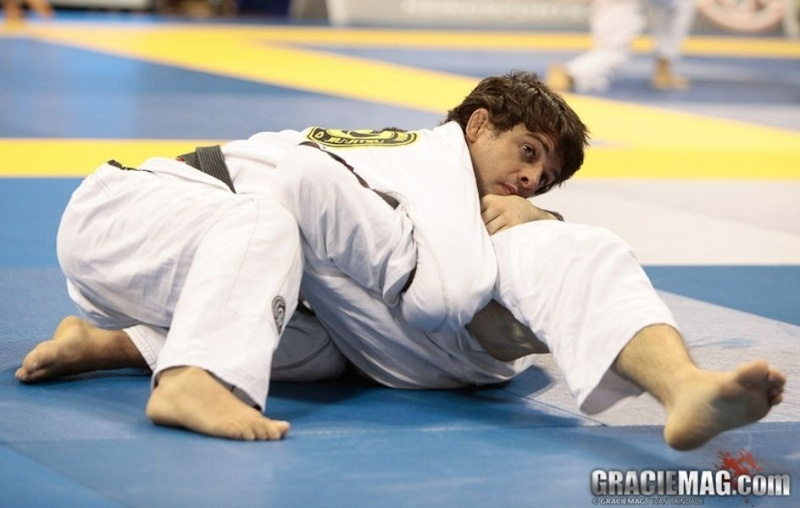 BJJ: Robinho Moura teaches a sweep to surprise your opponent