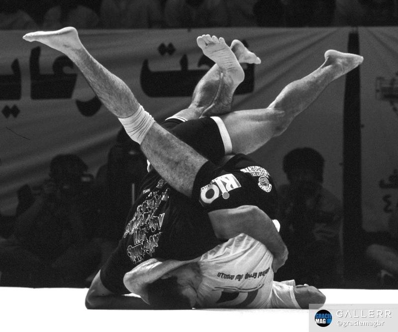 Royler Gracie e João Roque se enroscam num balé na que foi considerada a melhor luta do ADCC de 1999.