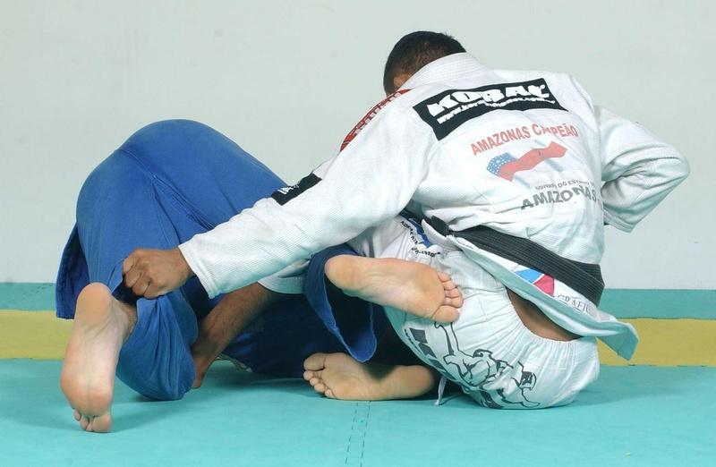 Bibiano Fernandes ensina uma raspagem de gancho