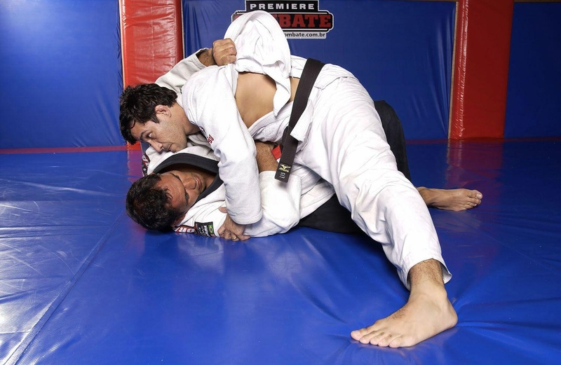 BJJ techniques: Minotauro teaches a baseball choke with the lapel