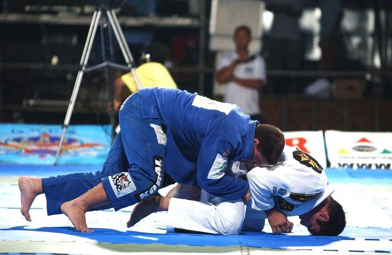 O Summer Combat, evento realizado na praia de Guarujá em 2001 e que nunca terminou