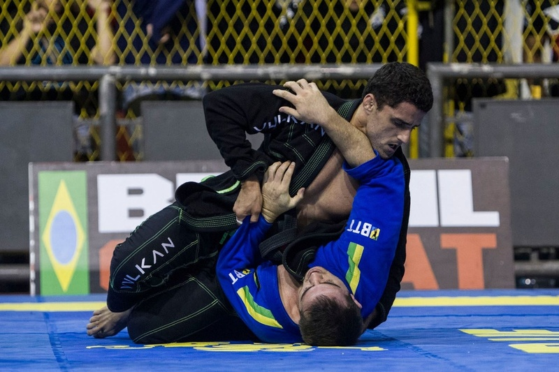 "At the middleweight final, Vinicius Marinho (GFTeam) finished Gabriel ""Timbó"" Procópio (BTT) with a kimura"