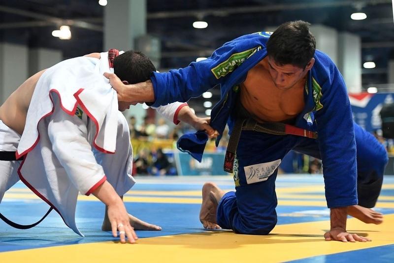 Marcus Vinícius Oliveira de Almeida (Checkmat) vs Leonardo Pires Nogueira (Alliance)