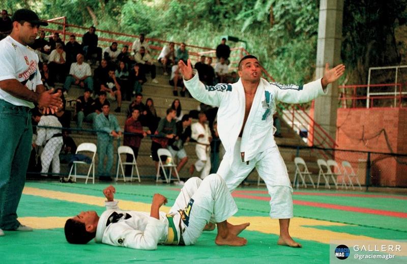 Suyan Queiroz comemora luta difícil contra Leo Santos no Estadual de 1998.