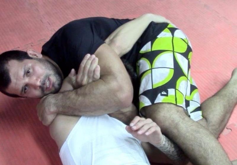 Rodolfo Vieira ensina um ataque de triângulo de mão