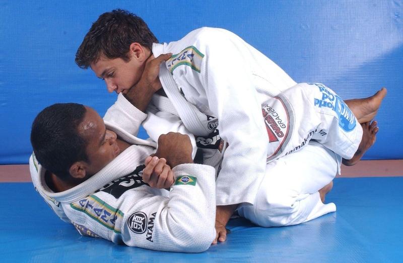 Fredson Paixão ensina uma pegada pelas costas partindo da guarda fechada