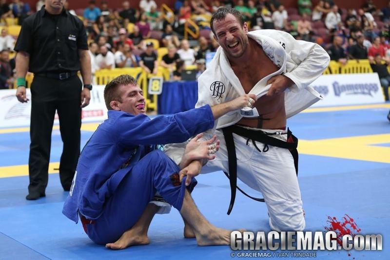 Brazilian Jiu-Jitsu lesson: Eduardo Telles teaches a sweep from turtle guard