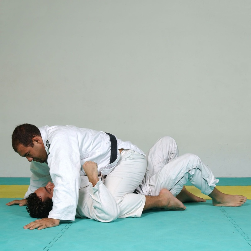 Fabio Gurgel's Brazilian Jiu-Jitsu step by step guard pass and mount