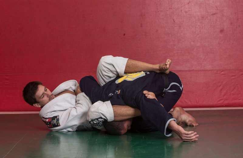 Demian Maia teaches Brazilian Jiu-Jitsu way to combine attacks from the guard