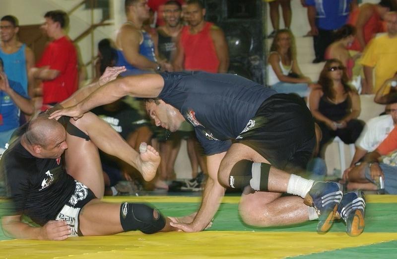 Antoine Jaoude (gray shirt) vs Rodrigo Riscado