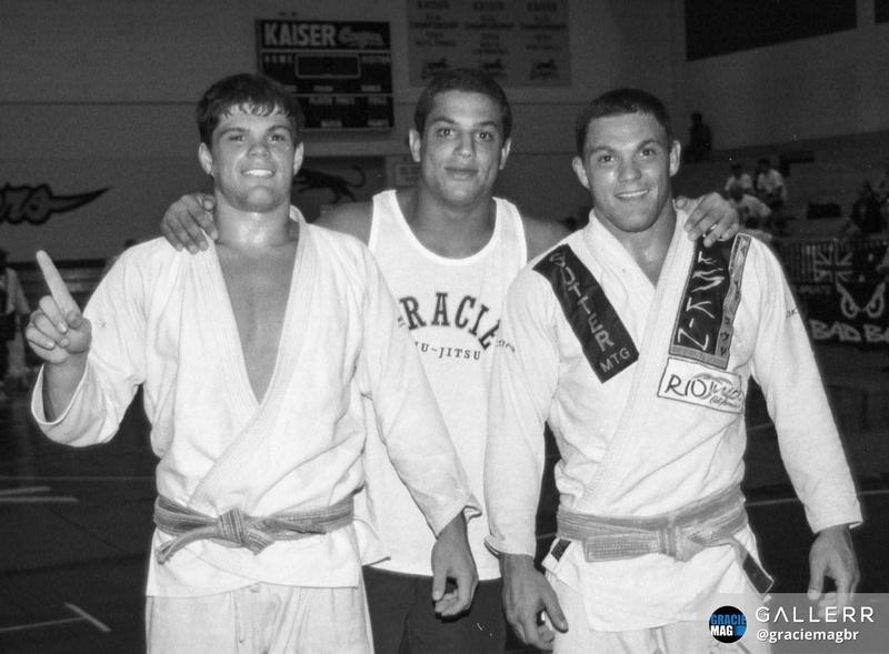 Ryan Gracie é ladeado pelos irmãos Gabriel e Thiago Vella, no Pan do Hawaii em 1997.