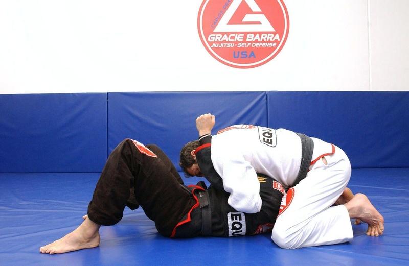 Mestre Carlos Gracie Jr. ensina um estrangulamento do cem quilos