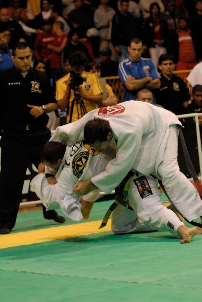 Xande Ribeiro vs Roger Gracie at the BJJ World open class final in 2006