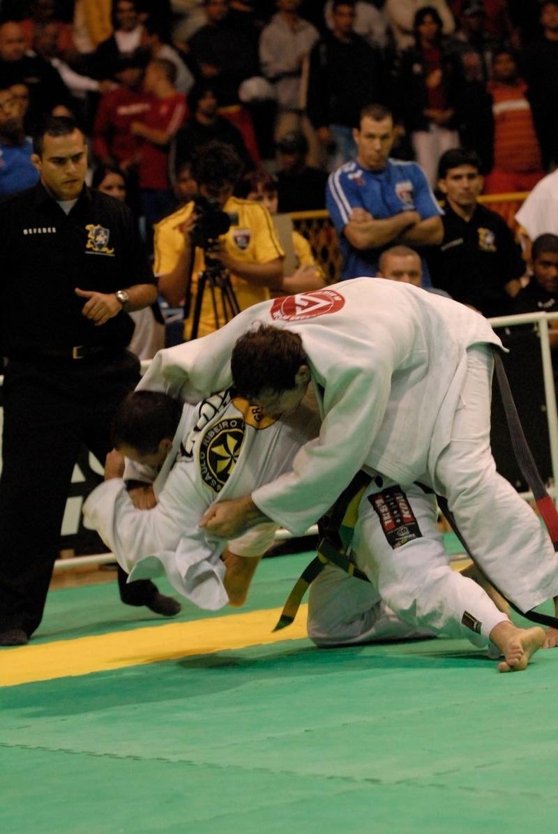 Xande Ribeiro vs Roger Gracie at the BJJ World open class final in 2006