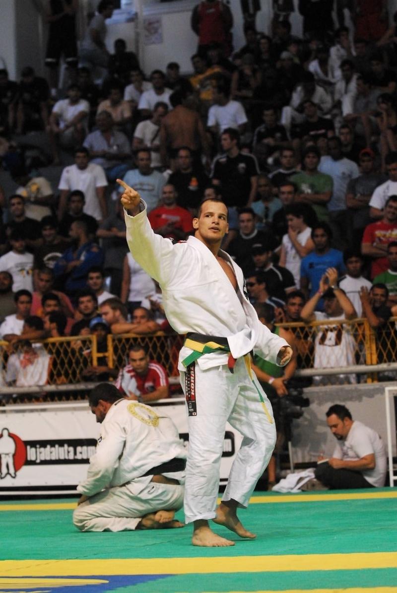 Xande Ribeiro celebrates