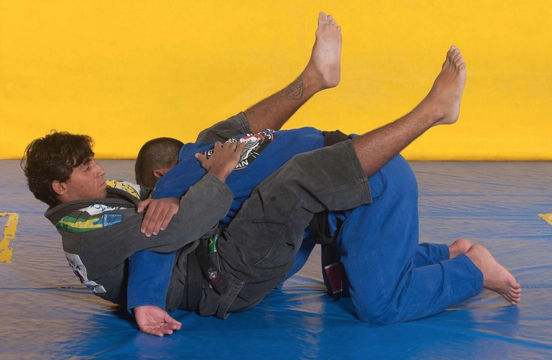 "BJJ techniques: Alexandre ""Pulga"" teaches how to apply a triangle choke"