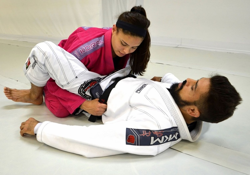 Brazilian Jiu-Jitsu lesson: Mario Reis teaches a trick to apply a triangle from open guard