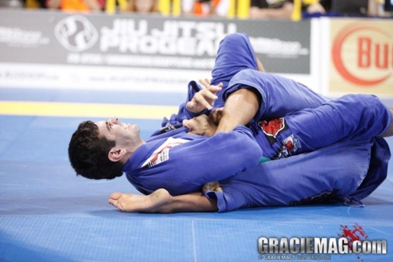 Brazilian Jiu-Jitsu: Rodrigo Cavaca ensina uma eficiente chave de pé reta
