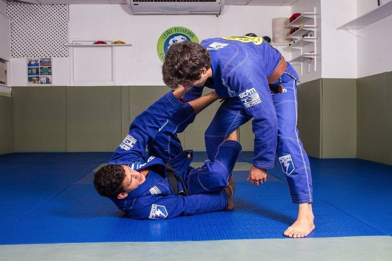 "BJJ lessons: Felipe Pena ""Preguiça"" teaches how to sweep from the inverted De La Riva guard"
