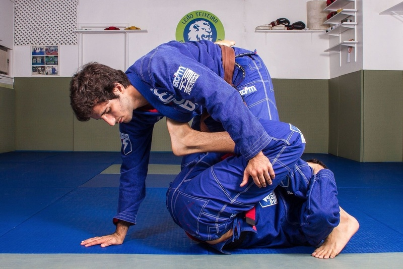 Learn from Felipe Preguiça a leg lock starting from DLR hook